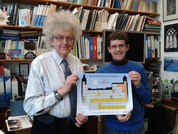 Em trobo amb el Professor Martyn Poliakoff. Li faig onsequi de la nostra Taula Periòdica gironina. Aquests 3 mesos es presen de meravella!